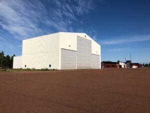 Vit Hangar utsida airside