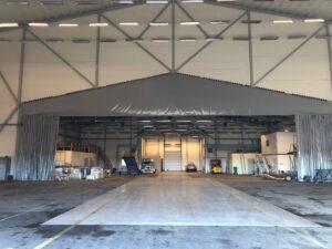 Vit Hangar insida